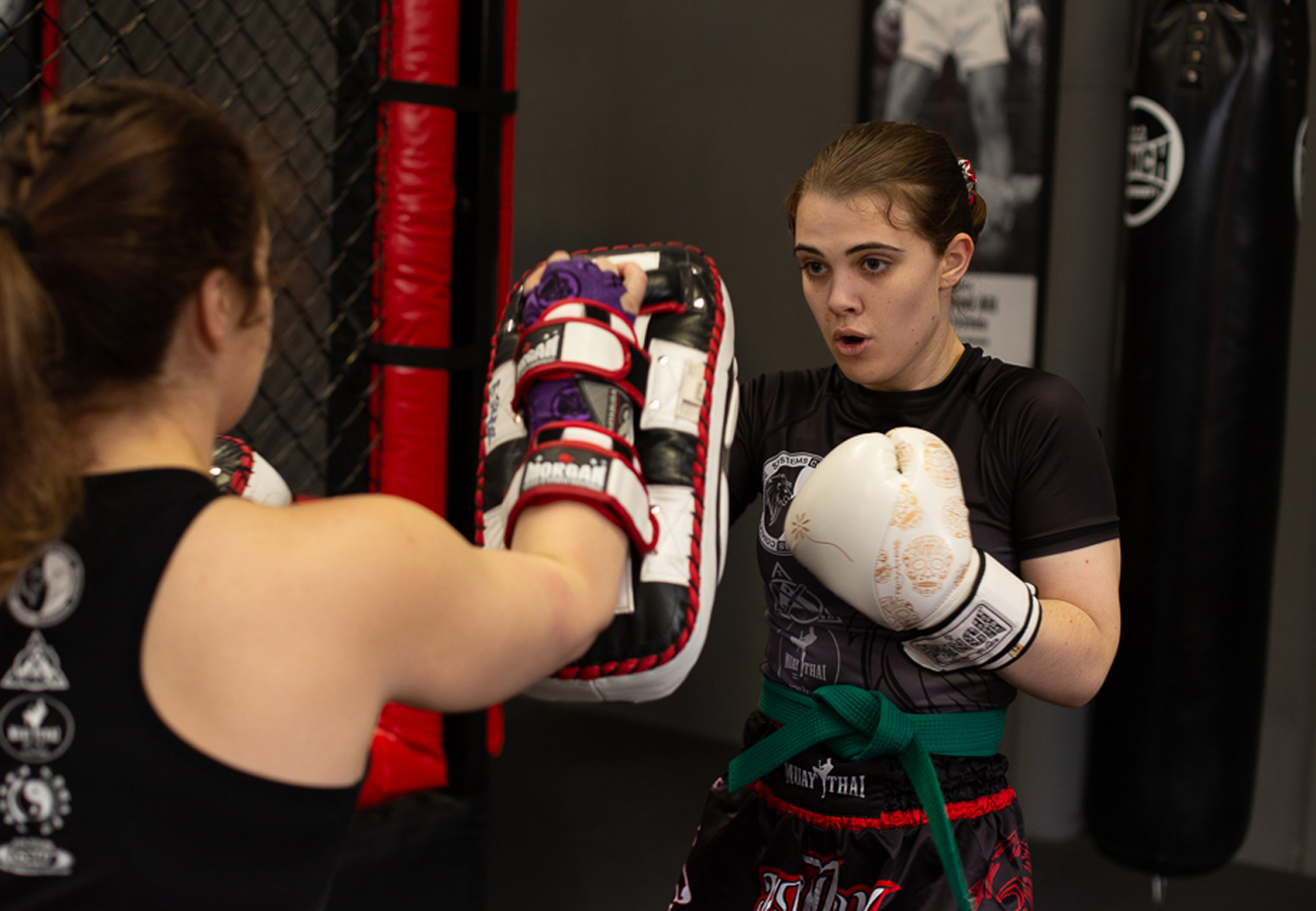 Adults-kickboxing-sparing